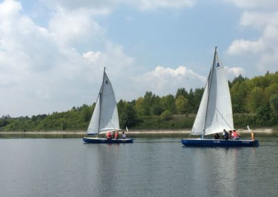 Szkoła żeglarstwa Zalew Sulejowski rywalizacja na omegach