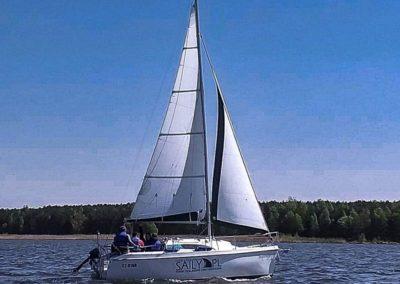 Szkoła żeglarstwa Zalew Sulejowski stawianie żagli - zwrot przez sztag i przez rufę