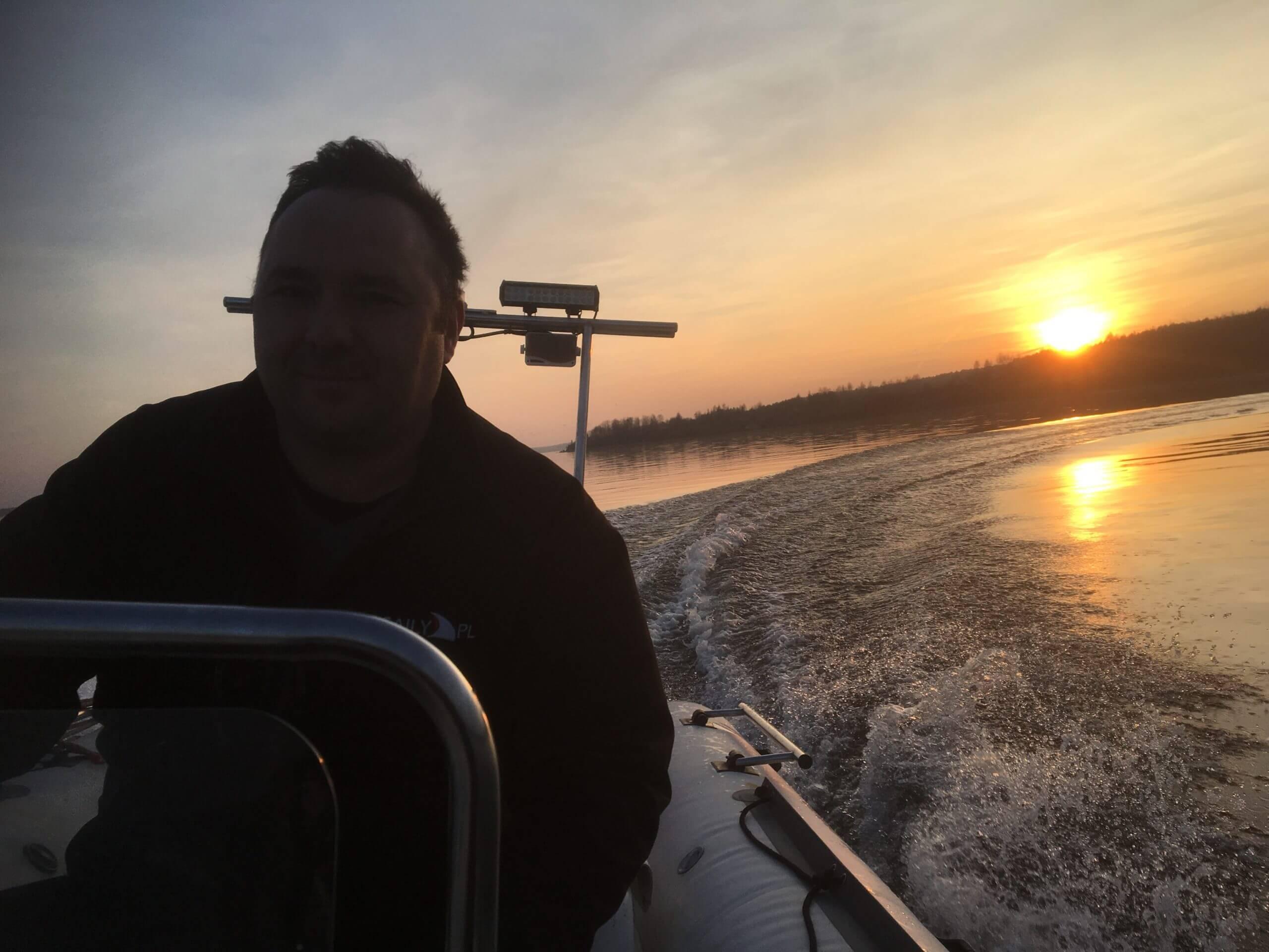 Rejsy ribem - rejs motorówką po Zalewie Sulejowskim