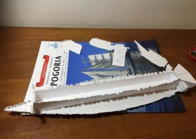 Szkoła żeglarstwa-model Pogorii-klejenie szkieletu1