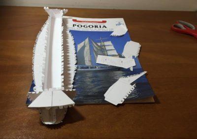 Szkoła żeglarstwa-model Pogorii-klejenie szkieletu2